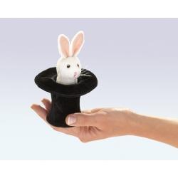 Marionnette à doigt lapin dans son chapeau