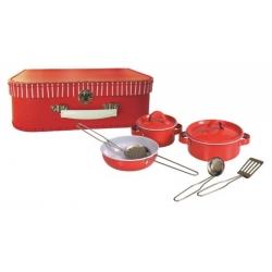 Set de casseroles en métal dans une valise